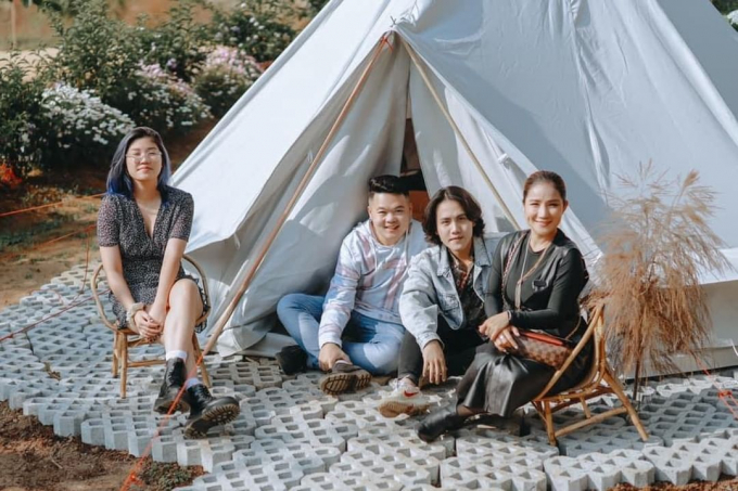 The team and artist Cat Tuong visited Etre.  Photo: @etre.dalat.