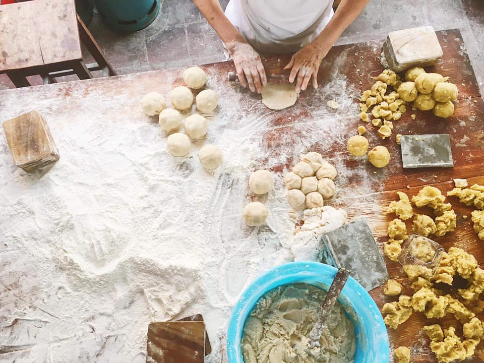 Famous traditional mooncake shops in Hanoi - Photo 2