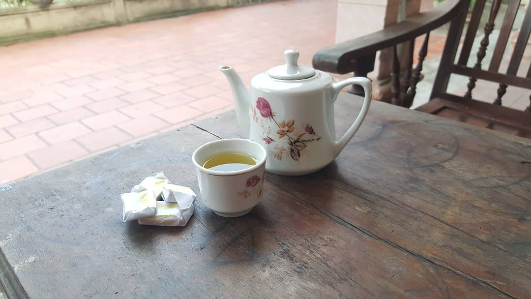 Eating coconut candy, drinking tea is the perfect combination - Photo: huy.pq